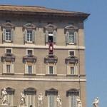 Pauselijk paleis met de paus zelf
